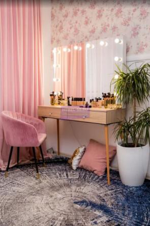 Стол на деревянных опорах. Цвет Дуб Сонома. Фасад накладной. Безрамное 120*80