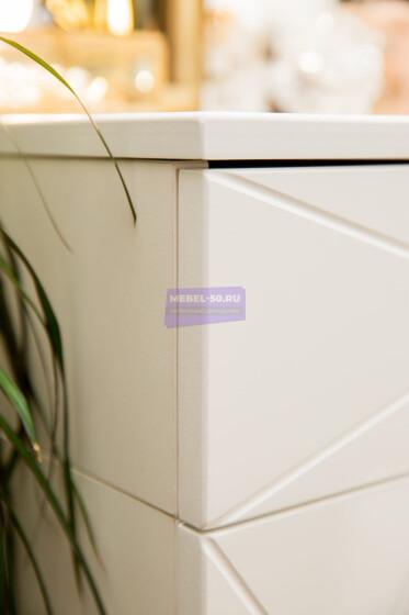 Серия 2 (консольная) Стол 80*80 Цвет Белый. МДФ в пленке. Фасад накладной. Узор «Барселона». Безрамное 80*80