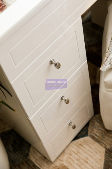 Серия 2 (консольная) Стол 80*80 Цвет Белый. МДФ в пленке. Фасад накладной. Узор » Лондон». Столешница МДФ с вырезом. Безрамное 80*80