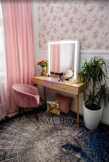 Стол на деревянных опорах. Цвет Дуб Сонома. Фасад накладной. Светодиодное 80*80