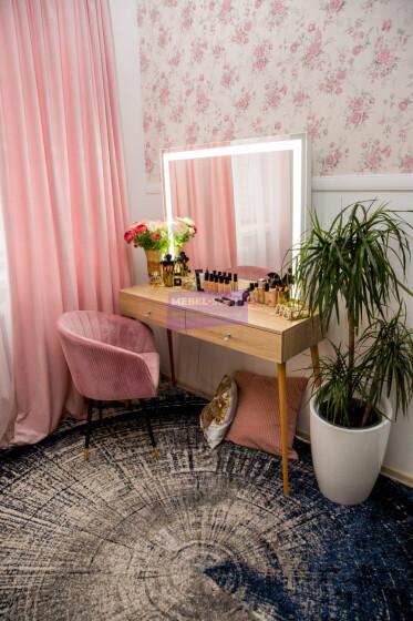 Стол на деревянных опорах. Цвет Дуб Сонома. Фасад накладной. Светодиодное 100*80
